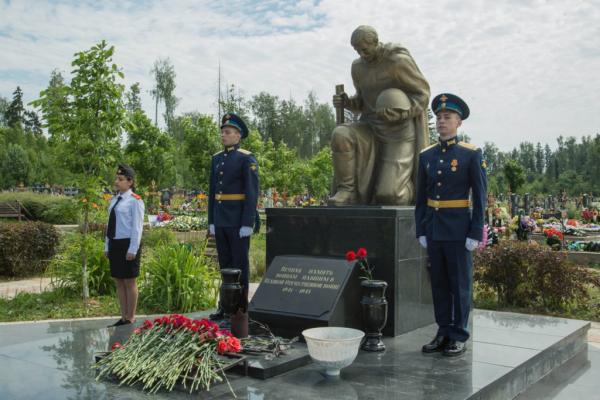22-06-2019-2-vozlozhenie-tsv-k-mogile-neizvestnogo-soldataC51D5E27-AE31-B1B9-6923-97592719AD02.jpg