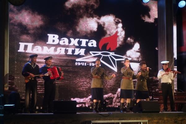044-vakhta-pamyati-moskva-22-06-201600FFCF3E-9FEF-E842-A8EB-DB6C209C6078.jpg